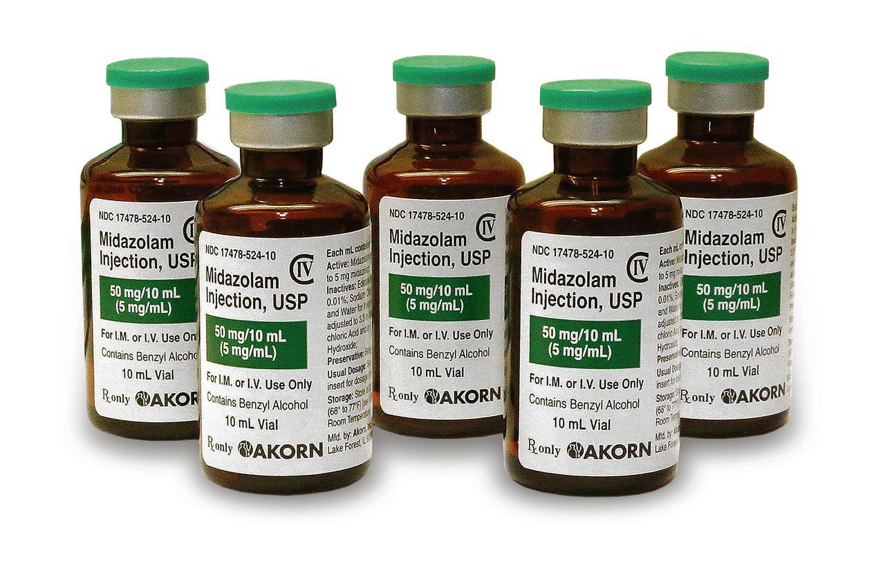 Flesjes met het omstreden midazolam in een ziekenhuis in Oklahoma City. Foto AP / Sue Ogrocki