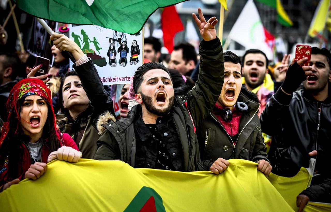 Demonstranten opgeroepen door de 'Federatie Koerden in Nederland' protesteren tegen de inval van Turkije in het Noord-Syrische AfrinRemko de Waal/ ANP