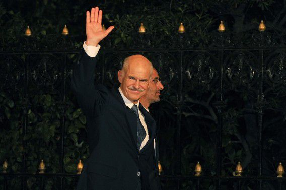 Greek Prime Minister George Papandreou greets reporters while arriving for his meeting with the Greek President in Athens on November 9, 2011. Papandreou pledged his support for his yet-to-be named successor on November 9 as he formally stepped down as leader of the debt-wracked country. AFP PHOTO / LOUISA GOULIAMAKI