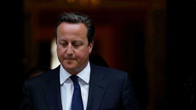 Voor David Cameron is het zowel op eigen terrein als internationaal politiek vlak een uiterst vervelende nederlaag.