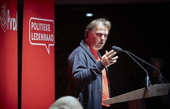 PvdA-partijvoorzitter Hans Spekman aan het woord tijdens de ledenraad van de PvdA in Zwolle. ANP PHIL NIJHUIS