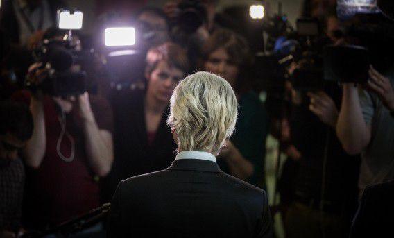 PVV-leider Geert Wilders spreekt met de pers over zijn omstreden Marokkanen-uitspraken.