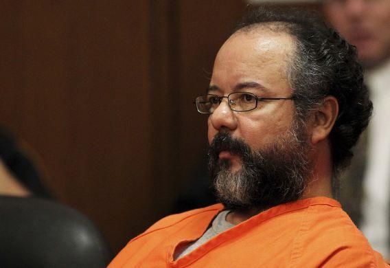 Castro luistert naar zijn vonnis in de rechtszaal in Cleveland.