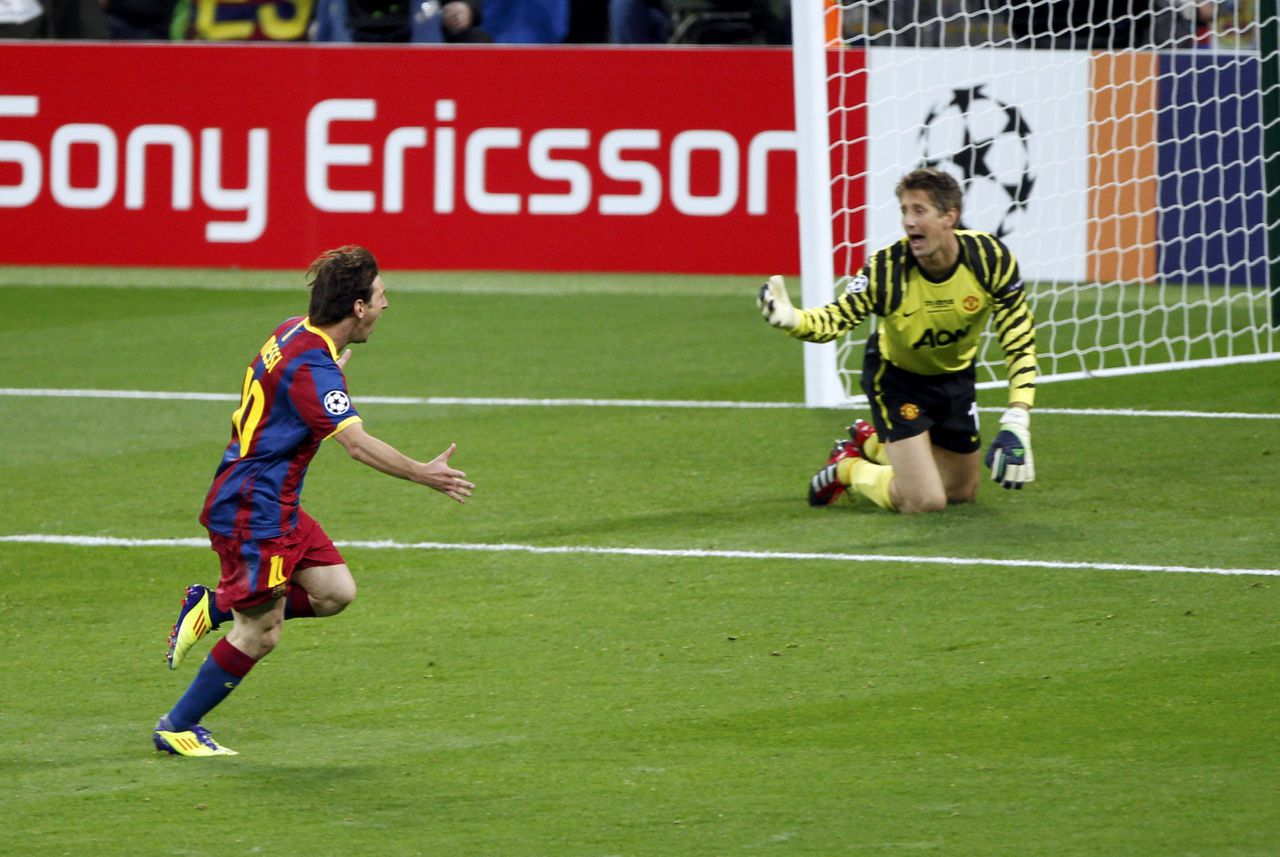 Barcelona's Lionel Messi celebrates after scoring as Manchester United's goalkeeper Edwin van der Sar reacts during their Champions League final soccer match at Wembley Stadium in London May 28, 2011. REUTERS/Paul Hanna (BRITAIN - Tags: SPORT SOCCER IMAGES OF THE DAY)