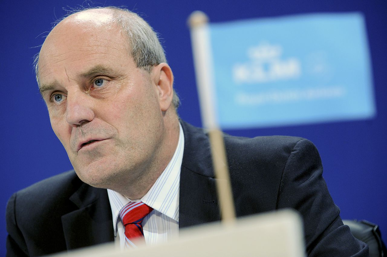Peter Hartman. (Foto Bloomberg) Peter Hartman, chief executive officer for KLM Royal Dutch Airlines, speaks during a news conference in Paris, France, on Tuesday, May 19, 2009. Air France-KLM Group, Europe's biggest airline, reported its first annual loss since 1996 and will deepen job cuts and scrap its dividend as the global recession pushes the company toward another deficit this year. Photographer: Antoine Antoniol/Bloomberg News