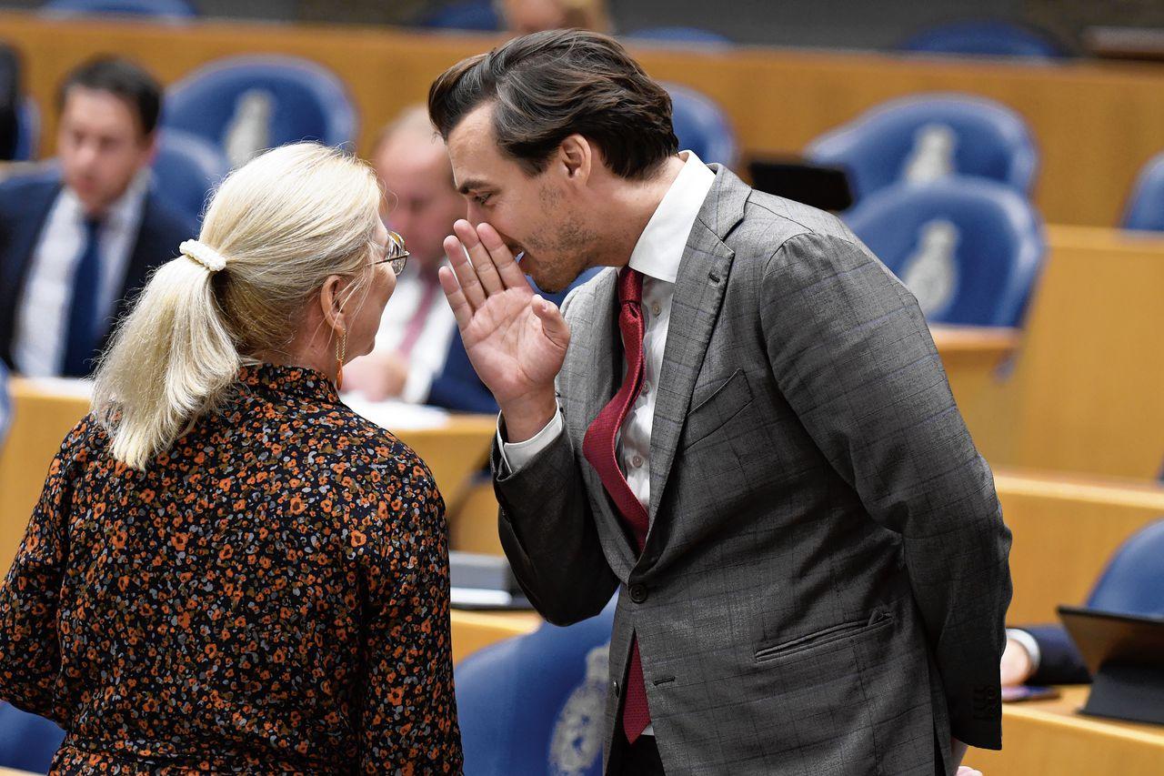 Thierry Baudet, partijleider van FVD, in september 2019 in de Tweede Kamer met CDA-Kamerlid Madeleine van Toorenburg die in Noord-Brabant woont, en de afgelopen tijd vaak is gesignaleerd bij de Brabantse CDA-fractie.