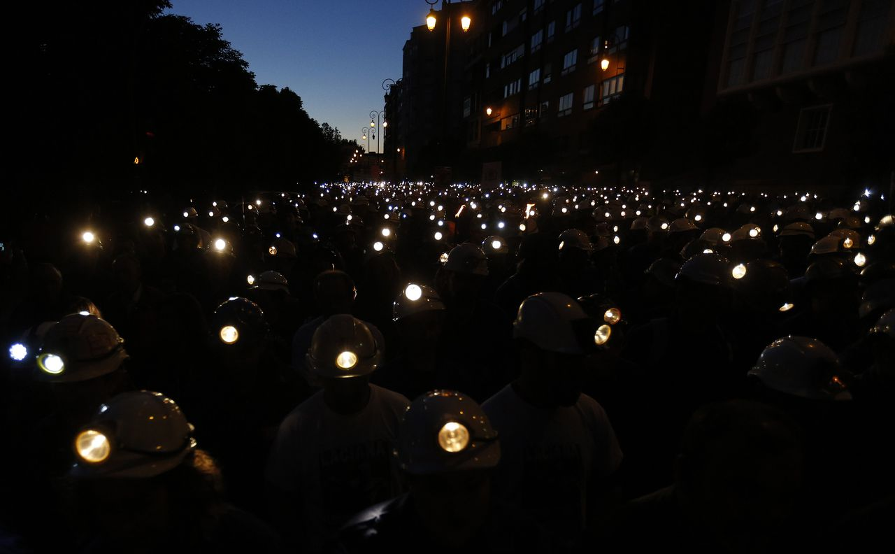 Spanish coal miners demonstrate with their lamps lit through the streets of the city of Leon, northern Spain, on June 12, 2012. Spanish coal miners are staging a nationwide strike action organized by unions opposed to subsidy reductions from 300 million euros to 110 million euros. AFP PHOTO / CESAR MANSO