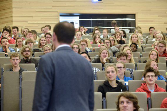 Studenten in de collegezaal.
