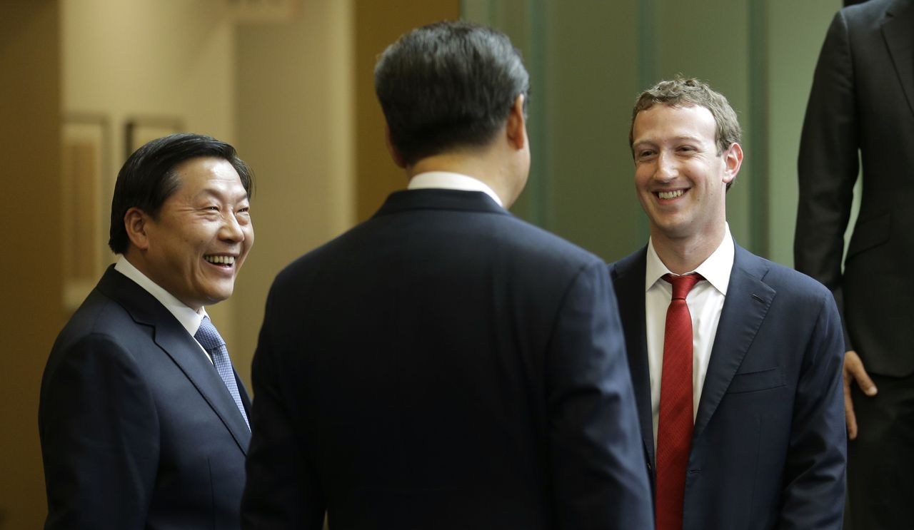 Lu Wei (links) met president Xi Jinping en Facebook-topman Mark Zuckerberg tijdens een bijeenkomst in Washington, 2015.