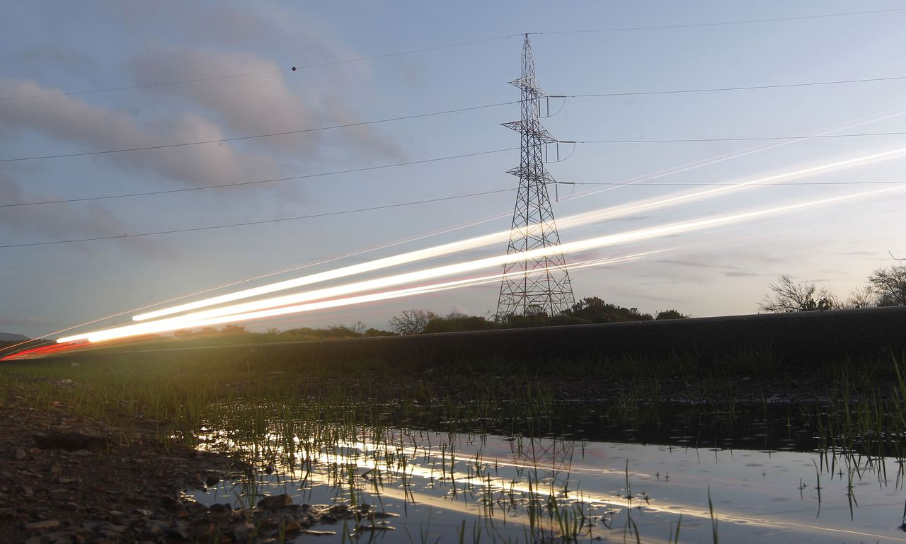 High-voltage power lines are seen next to the highway of Puchuncavi city, northwest of Santiago, September 5, 2014. REUTERS/Eliseo Fernandez (CHILE - Tags: BUSINESS ENERGY)