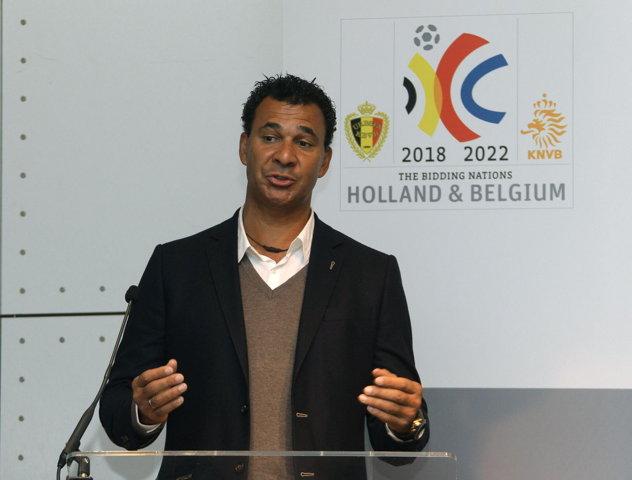 Ruud Gullit, president of The HollandBelgium Bid, during a press conference for the joint Belgian and Dutch bid for the 2018 World Cup, in Paris, Friday, Nov. 12, 2010. (AP Photo/Bob Edme)