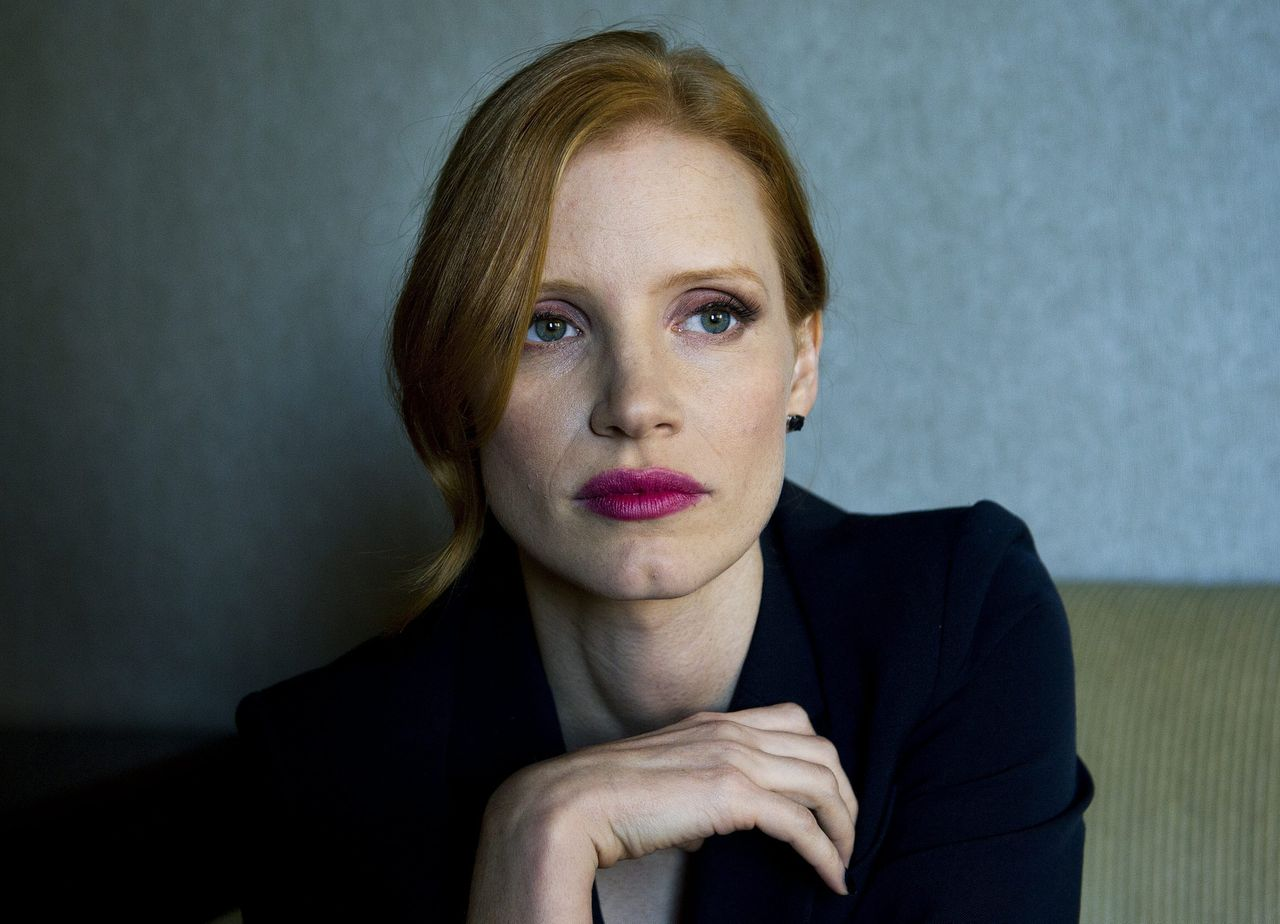 """Jessica Chastain: """"Mijn gezicht is nogal oud Hollywood, dat is nu weer in de mode."""" Foto AP Actress Jessica Chastain poses for a photograph for her new movie """"Take Shelter"""" at the Toronto International Film Festival in Toronto on Sunday, Sept., 11, 2011. (AP Photo/The Canadian Press, Nathan Denette)"""