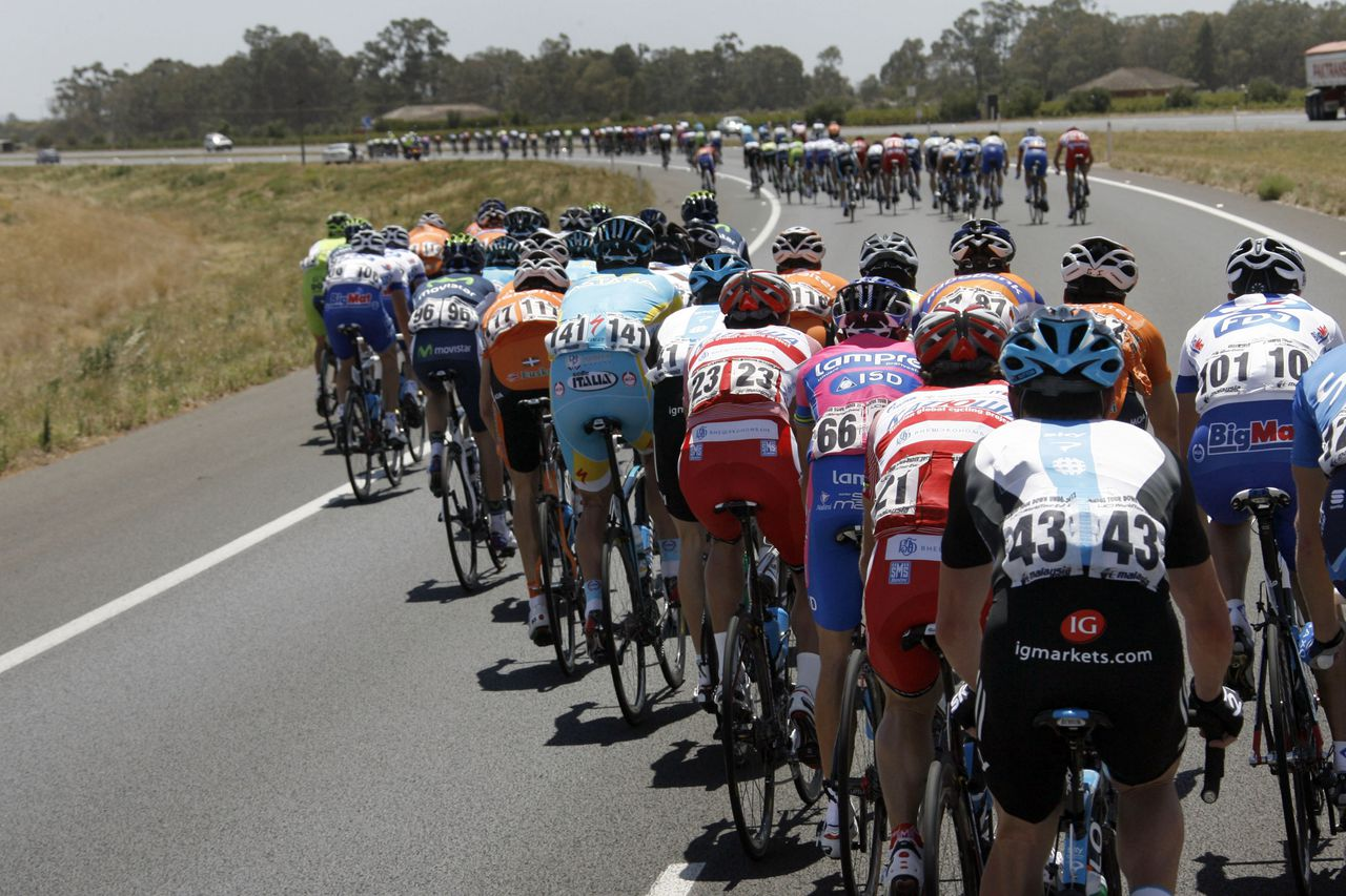 Adelaide - Australie - wielrennen - cycling - radsport - cyclisme - Santos Tour Down Under 2012 - 1e etappe Prospect > Clare - pictured during the 1st stage of the Tour Down Under - sfeer - scienery - illustratie - illustration - peloton - foto Wessel van Keuk/Cor Vos ©2012