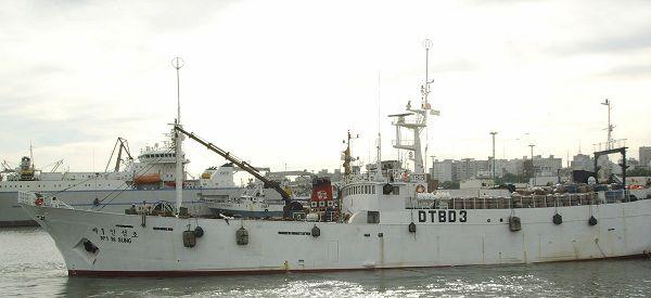 Het Zuid-Koreaanse vissersschip dat zonk voor de kust van Antartica op archiefbeeld.