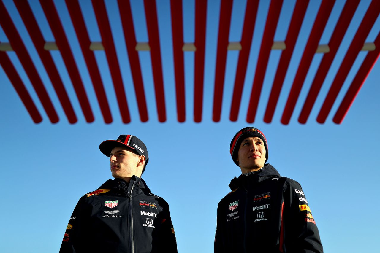 Max Verstappen (l) en Alexander Albon vorige week op het Circuit of the Americas in Austin, Texas.