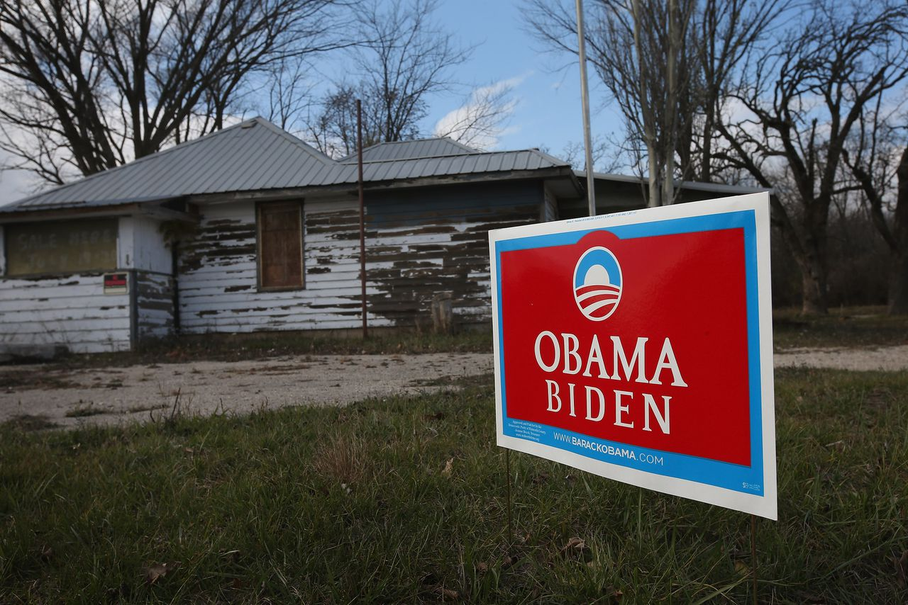EAGLE, WI - NOVEMBER 01: A campaign sign showing support for President Barack Obama sits along the edge of a rural road near a shuttered business November 1, 2012 near Eagle, Wisconsin. Wisconsin is one of nine battleground states expected to determine the outcome of Tuesday's presidential election. Scott Olson/Getty Images/AFP == FOR NEWSPAPERS, INTERNET, TELCOS & TELEVISION USE ONLY ==