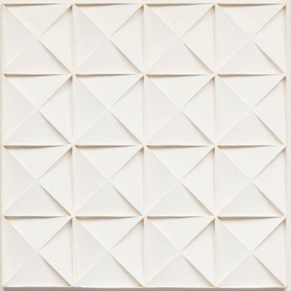 Het witte, door Sotheby's geveilde reliëf van Schoonhoven.