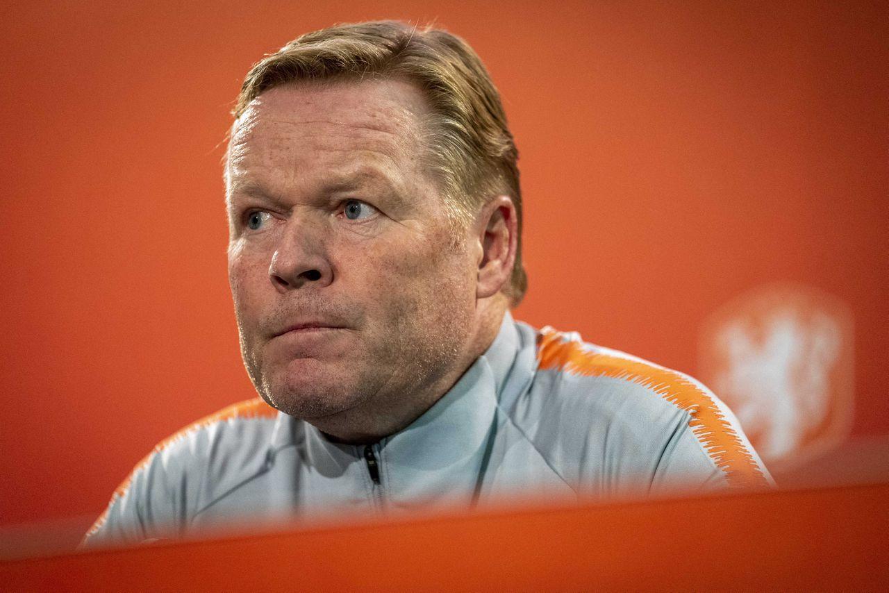 Bondscoach Ronald Koeman blikt tijdens een persconferentie vooruit naar de EK-kwalificatiewedstrijd van het Nederlands elftal tegen Noord-Ierland