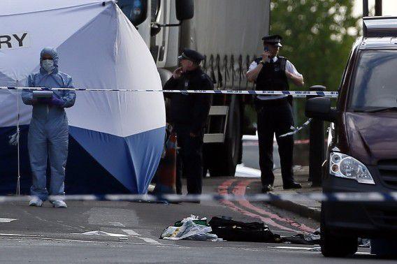 Forensisch onderzoekers gisteren op de plaats delict in Woolwich, ten zuidoosten van Londen.