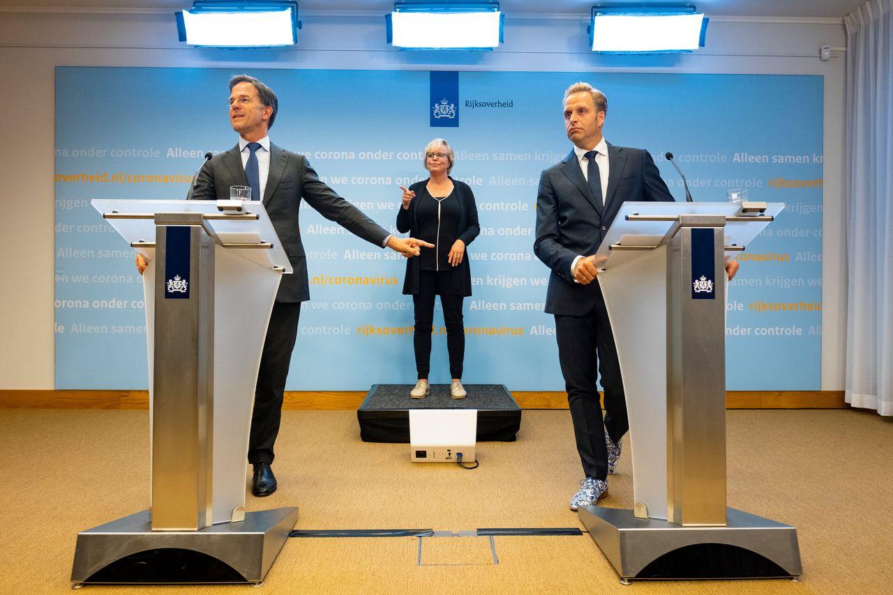 Premier Mark Rutte (VVD) en minister Hugo de Jonge van Volksgezondheid (CDA) gaven 6 augustus een persconferentie over het toegenomen aantal coronabesmettingen.