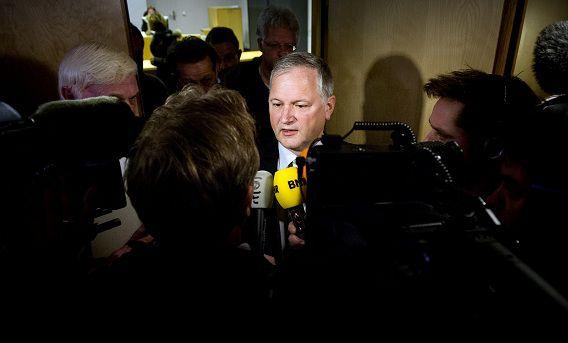 Voormalig VVD-gedeputeerde Ton Hooijmaijers staat de pers te woord bij de rechtbank na afloop van de uitspraak afgelopen dinsdag.