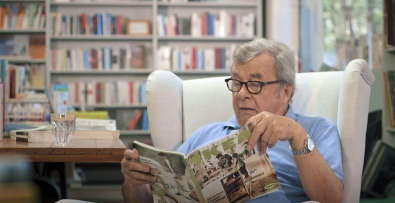 """Bekende Duitse literatuurcriticus recenseert de catalogus van Ikea, """"het boek met de hoogste oplage ter wereld""""."""