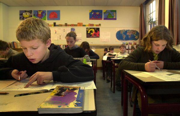 06-02-2001-Groningen, Borgmanschool Citotoets voor kinderen van groep 8. Foto: Sake Elzinga