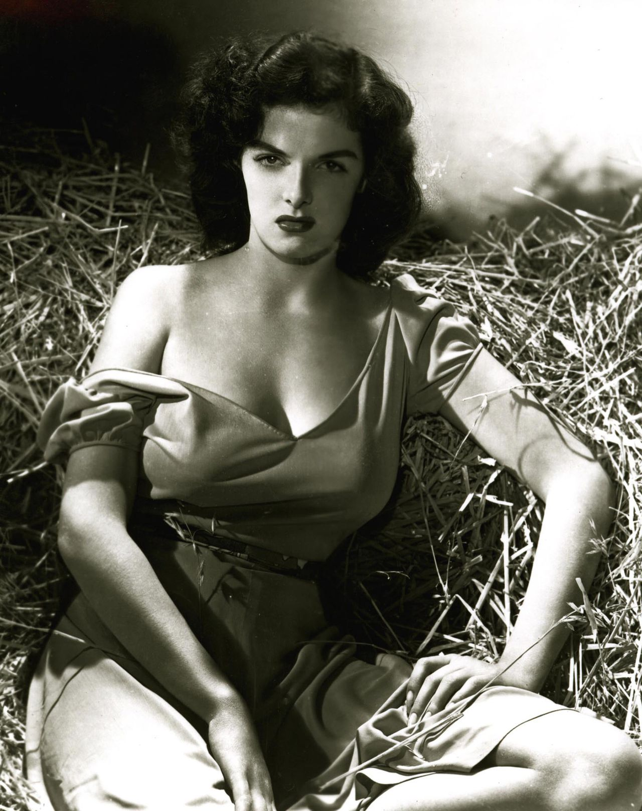 """Actress Jane Russell is shown in this publicity photograph for the 1943 film """"The Outlaw"""" released to Reuters on February 28, 2011. Russell, who starred in the movie """"Gentlemen Prefer Blondes"""" and became a controversial Hollywood sex symbol, has died in California at the age of 89, the Los Angeles Times reported on February 28, 2011. It was not immediately clear when or how the former movie star died. REUTERS/Handout (UNITED STATES - Tags: ENTERTAINMENT OBITUARY SOCIETY IMAGES OF THE DAY) NO SALES. NO ARCHIVES. FOR EDITORIAL USE ONLY. NOT FOR SALE FOR MARKETING OR ADVERTISING CAMPAIGNS. THIS IMAGE HAS BEEN SUPPLIED BY A THIRD PARTY. IT IS DISTRIBUTED, EXACTLY AS RECEIVED BY REUTERS, AS A SERVICE TO CLIENTS"""