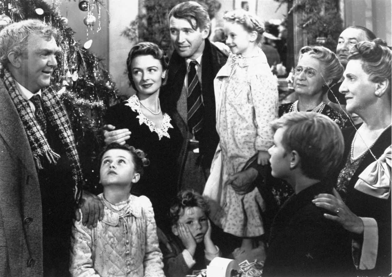 "In 'It's a Wonderful Life' komt een suïcidale man (gespeeld door James Stewart, midden) tot inkeer als hij beseft hoe de wereld er zonder hem uit zou zien. foto AP In 'It's a Wonderful Life' komt een suïcidale man (gespeeld door James Stewart, midden) tot inkeer als hij beseft hoe de wereld er zonder hem uit zou zien. foto AP **FILE** In this undated publicity still photo, James Stewart, center, is reunited with his wife, Donna Reed, left, and children during the last scene of Frank Capra's 1946 classic, ""It's A Wonderful Life."" For its ninth annual celebration of cinema, the American Film Institute aims to uncover the ""most inspirational films of the century."" A list of 300 films deemed inspirational by AFI historians will be considered. Ballots went out this week to more than 1,500 actors, producers, writers and others in the industry. Among the suggestions are ""The Passion of the Christ,"" ""The Sound of Music,"" ""It's a Wonderful Life"" and ""8 Mile."" (AP Photo)"