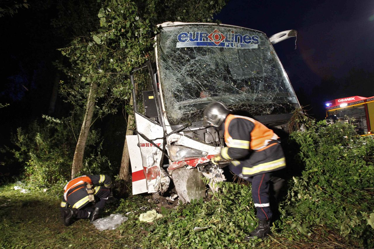 Rescue services work at the scene where a Dutch bus crashed in Crespin, northern France, on August 13, 2010. One person died in the accident and five were seriously injured. REUTERS/Pascal Rossignol (FRANCE - Tags: DISASTER TRAVEL)