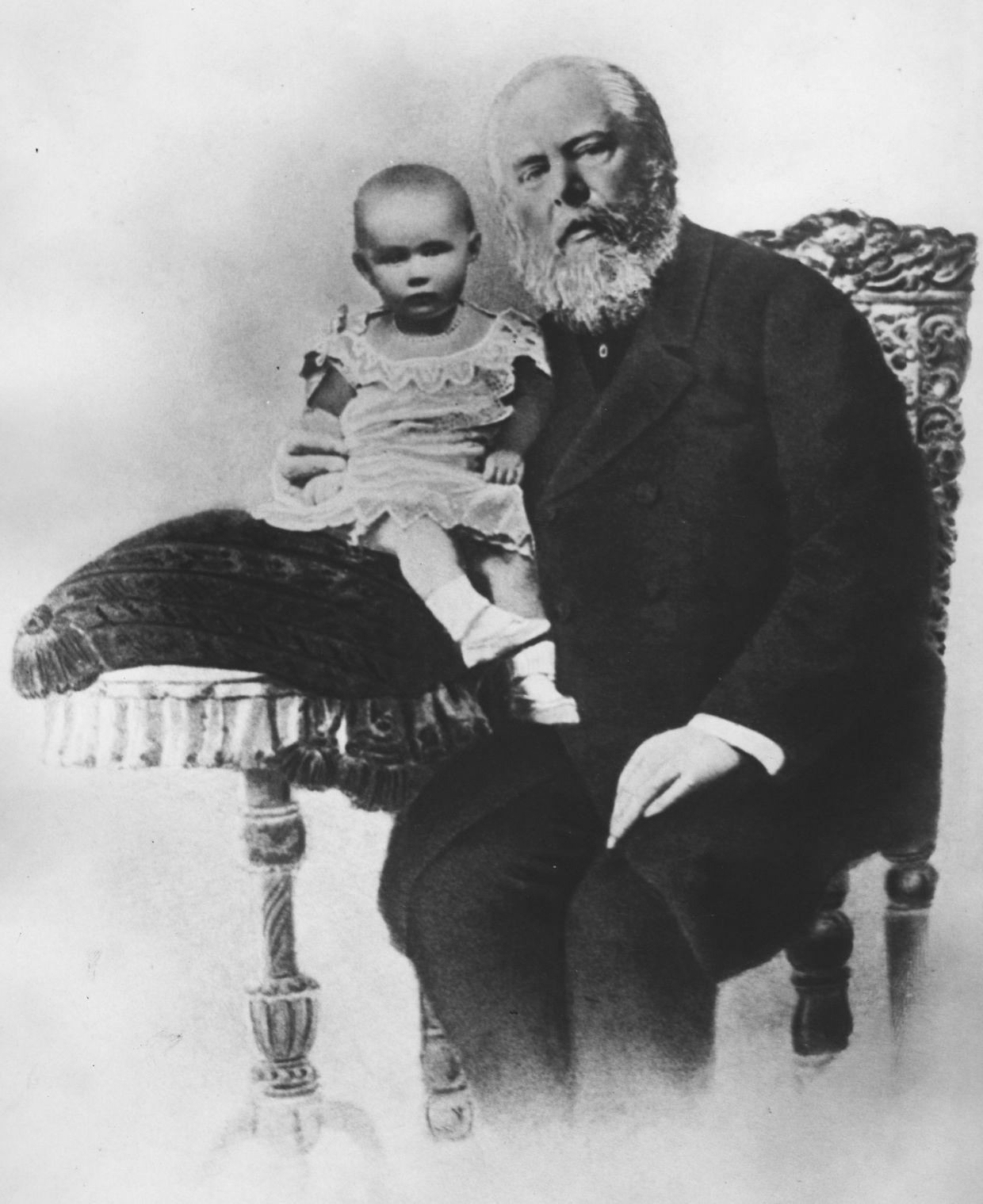 Koning Willem III in 1881 met zijn dochter, de latere koningin Wilhelmina
