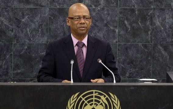 """""""De ambassade had moeten weten dat dit besluit een schending van de Surinaamse openbare orde tot gevolg zou hebben"""", aldus de Surinaamse minister van buitenlandse zaken Winston Lackin."""