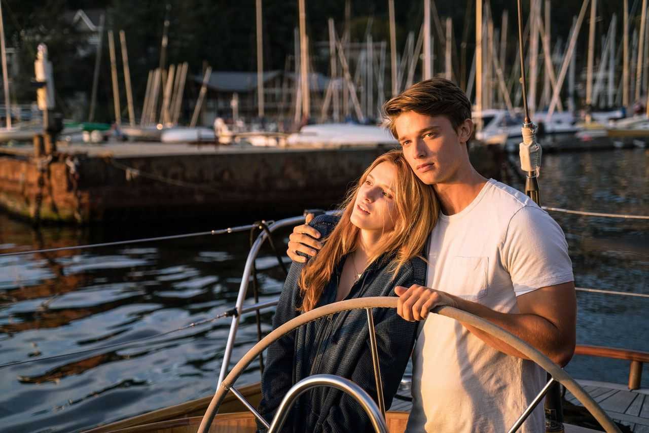 Bella Thorne en Patrick Schwarzenegger in 'Midnight Sun'.