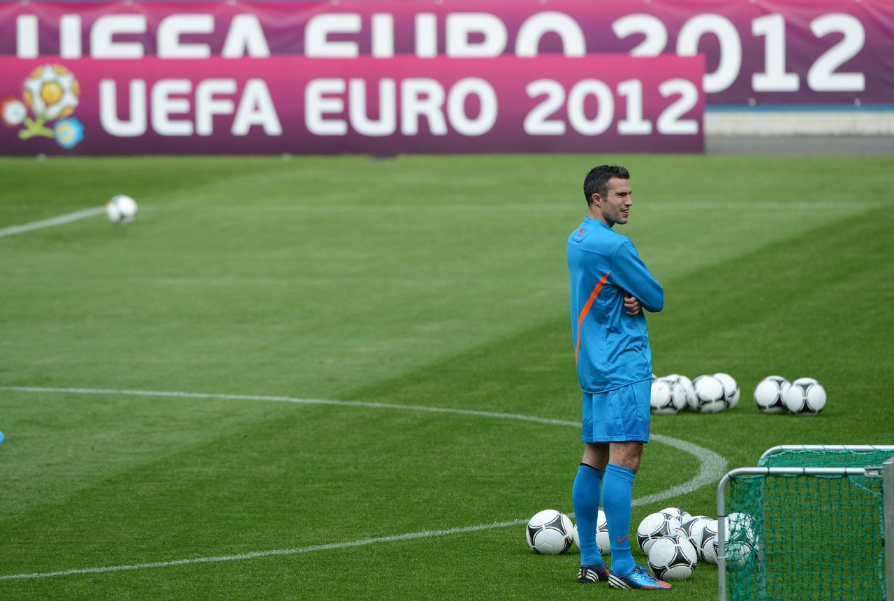 Dutch forward Robin van Persie attends a training session at the Reymana Stadium in Krakow on june 6, 2012 two days ahead of the Euro 2012 football championships which will start on June 8 in Warsaw. AFP PHOTO / ANNE-CHRISTINE POUJOULAT