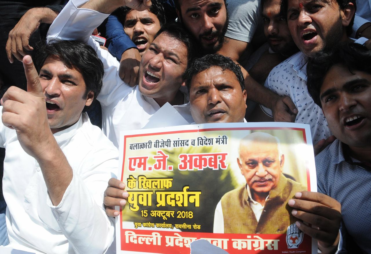 Demonstranten protesteren tegen M.J. Akbar in New Delhi.