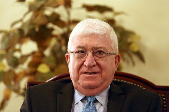 De nieuwe Iraakse president Fouad Massoum in zijn kantoor.