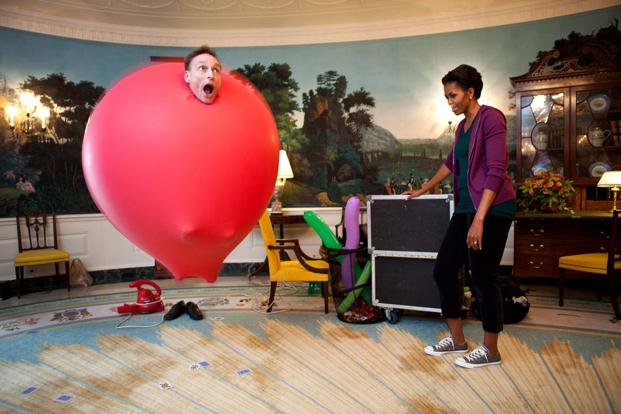 Guinness Book of World Records holder John Cassidy performs a balloon act for U.S. First Lady Michelle Obama in the Diplomatic Reception Room of the White House, in this official White House handout photo taken October 11, 2011 and acquired by Reuters from the White House on November 7, 2011. Cassidy performed for kids on the South Lawn of the White House before the First Lady launched a challenge to break the Guinness World Records title for the most people doing jumping jacks in a 24-hour period. REUTERS/Chuck Kennedy/The White House/Handout (UNITED STATES - Tags: POLITICS ENTERTAINMENT TPX IMAGES OF THE DAY) NO SALES. FOR EDITORIAL USE ONLY. NOT FOR SALE FOR MARKETING OR ADVERTISING CAMPAIGNS. THIS IMAGE HAS BEEN SUPPLIED BY A THIRD PARTY. IT IS DISTRIBUTED, EXACTLY AS RECEIVED BY REUTERS, AS A SERVICE TO CLIENTS