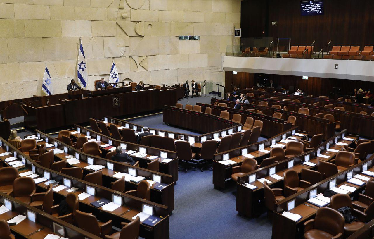 De Knesset woensdagochtend, nadat parlementsleden hun instemming gaven aan een wet die nieuwe verkiezingen uitschrijft op 2 maart en het parlement ontbindt.