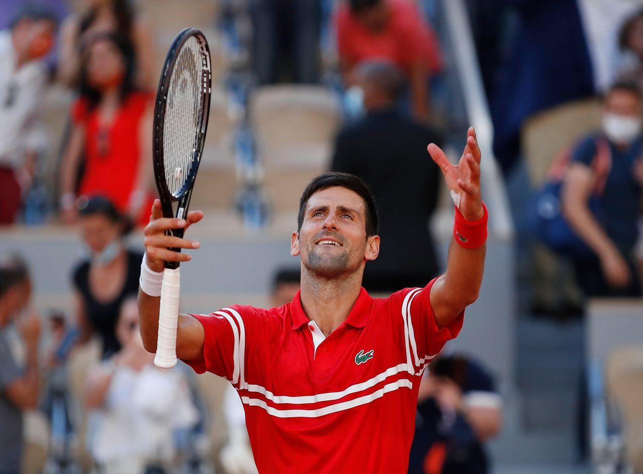 Djokovic viert zijn eindzege na zijn winst op Tsitsipas.
