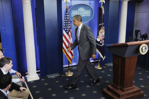 U.S. President Barack Obama departs after delivering remarks on the debt ceiling crisis in the briefing room at the White House in Washington, July 31, 2011. REUTERS/Jonathan Ernst (UNITED STATES - Tags: POLITICS)