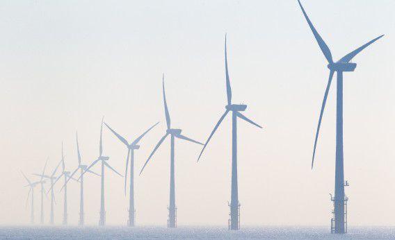Windturbines in het offshore windpark Egmond aan Zee (OWEZ), het eerste grote windpark dat in de Noordzee voor de Nederlandse kust is gebouwd.