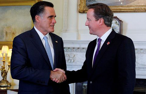 De Amerikaanse Republikeinse kandidaat Mitt Romney ontmoette de Britse premier David Cameron vandaag op 10 Downing Street in Londen. Foto Reuters / Jason Reed