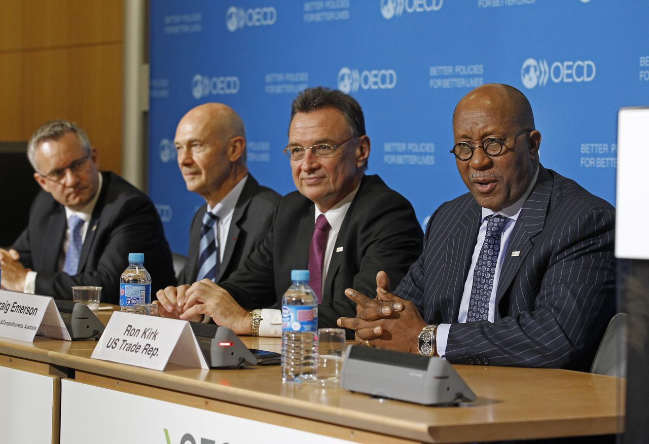 U.S. Trade Representative Ron Kirk, right, addresses reporters during a joint press conference held at the OECD in Paris, Wednesday May 23, 2012. Others are from left: Canadian trade minister Ed Fast, WTO, World Trade Organisation director general Pascal Lamy and Australian trade minister Craig Emerson. (AP Photo/Remy de la Mauviniere)