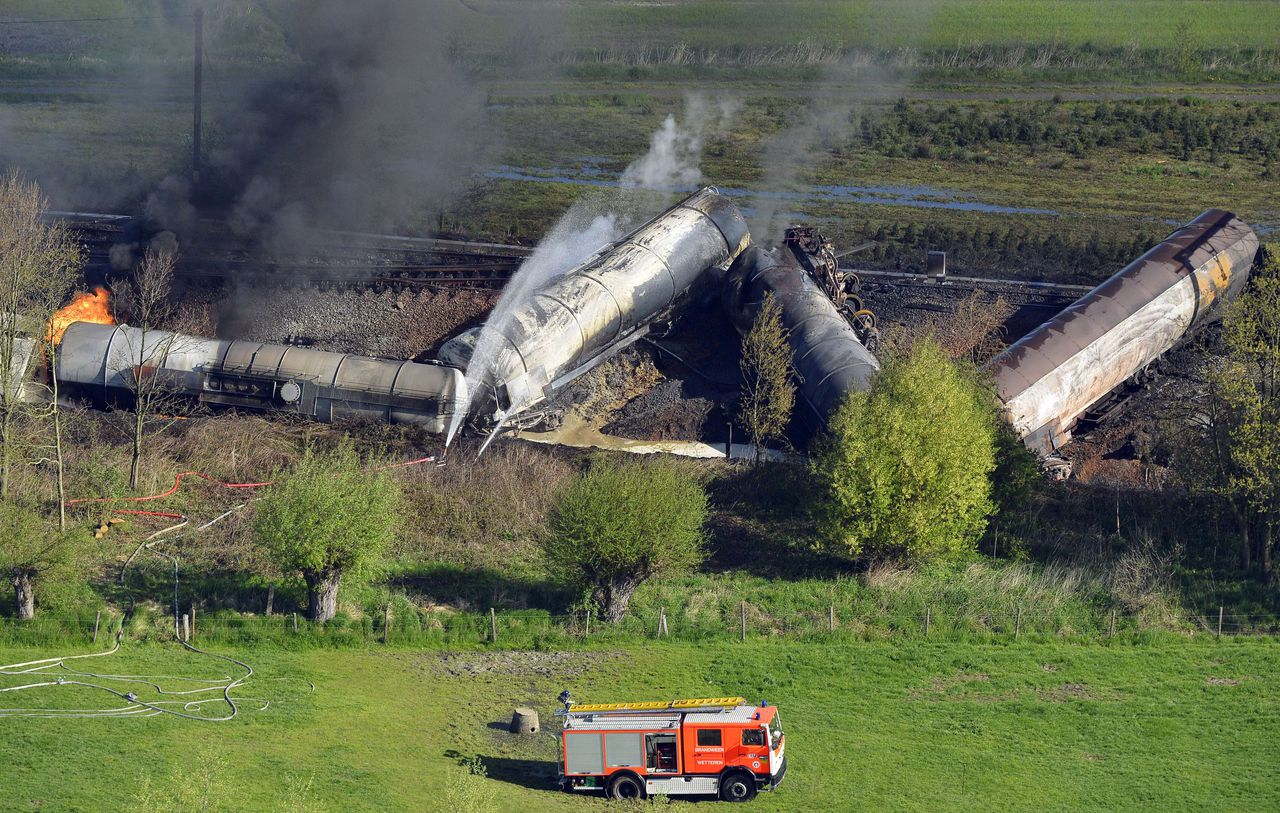Aerial picture taken on May 4, 2013 of an exploded freight train on a track near Schellebelle, 20 kms east of Gent on May 4, 2013. Belgian authorities on May 4 evacuated nearly 300 people from their homes after several cars of a train carrying chemicals derailed, causing a major fire near the city of Gent. Nobody was hurt in the accident which happened around 2:00 am (0000 GMT) between the towns of Schellebelle and Wetteren, said Infrabel, the entity responsible for the Belgian railway network. AFP PHOTO / BELGA / BENOIT DOPPAGNE -Belgium Out-