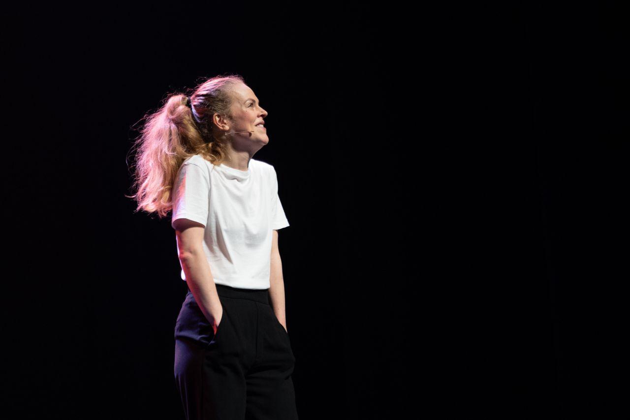 Winnaar Lisa Ostermann op het Leids Cabaret Festival.
