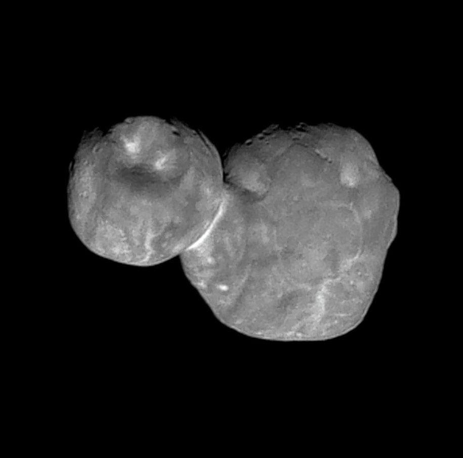 Ultima Thule, een ander object uit de Kuipergordel dat recent werd vastgelegd. Het nu opgespoorde object is vijf keer zo klein als de kop van de deze 'sneeuwpop'.