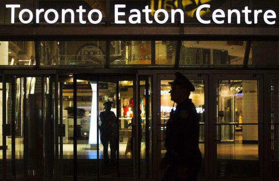 Police stand guard in front of the Toronto Eaton Centre shopping mall where a shooting occurred in Toronto June 2, 2012. One man was killed and six other people were wounded, two critically, in a shooting at Toronto's main downtown mall on Saturday, a rare occurrence of major gun violence in Canada's largest city. Police said the shooter was still at large. REUTERS/Mark Blinch (CANADA - Tags: CRIME LAW BUSINESS)