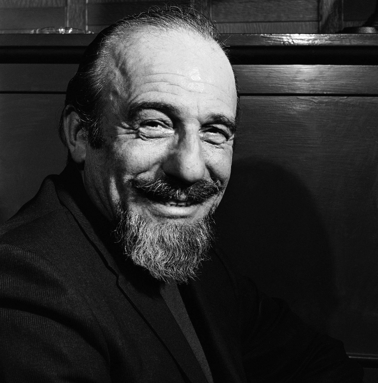 """Mitch Miller in 1968. Foto AP FILE - In this file photo of Jan. 5, 1968, conductor Mitch Miller is seen at the Billy Rose Theater in New York. Miller, the goateed orchestra leader who asked Americans to """"Sing Along With Mitch"""" on television and records, has died at age 99. His daughter said Miller died in New York City after a short illness. (AP Photo/Bob Wands, File)"""