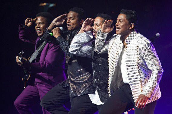 Musical group The Jacksons perform during their Unity Tour at the Apollo Theater in New York June 28, 2012. REUTERS/Andrew Burton (UNITED STATES - Tags: ENTERTAINMENT SOCIETY PROFILE TPX IMAGES OF THE DAY)