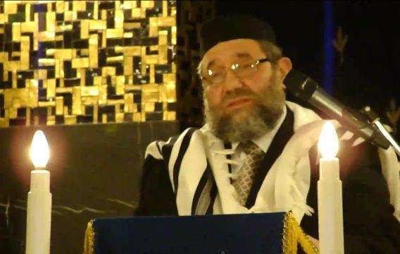 Opperrabbijn Aryeh Ralbag bij een toespraak ter gelegenheid van het 375-jarig bestaan van de Joodse Gemeente Amsterdam. Still uit YouTube-video